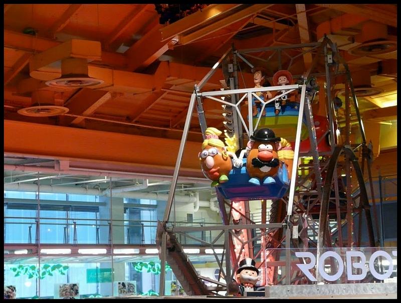 Toys r us times square historias de nueva york - Maletas infantiles toysrus ...