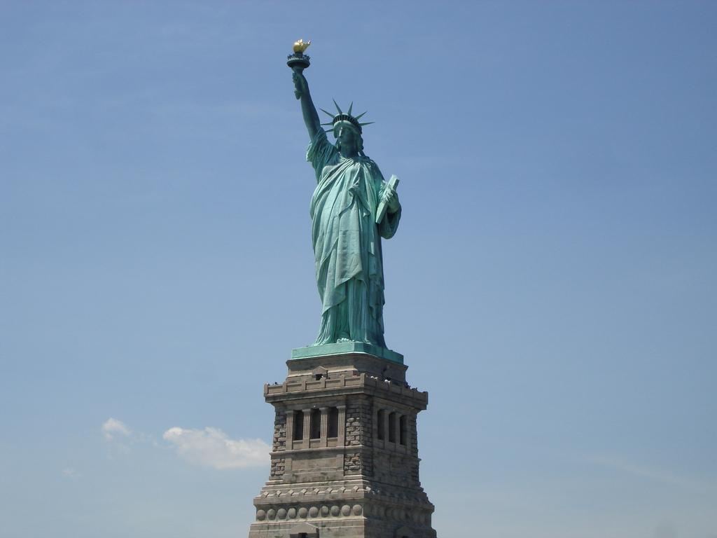 De qu color es la estatua de la libertad historias de for Interior estatua de la libertad