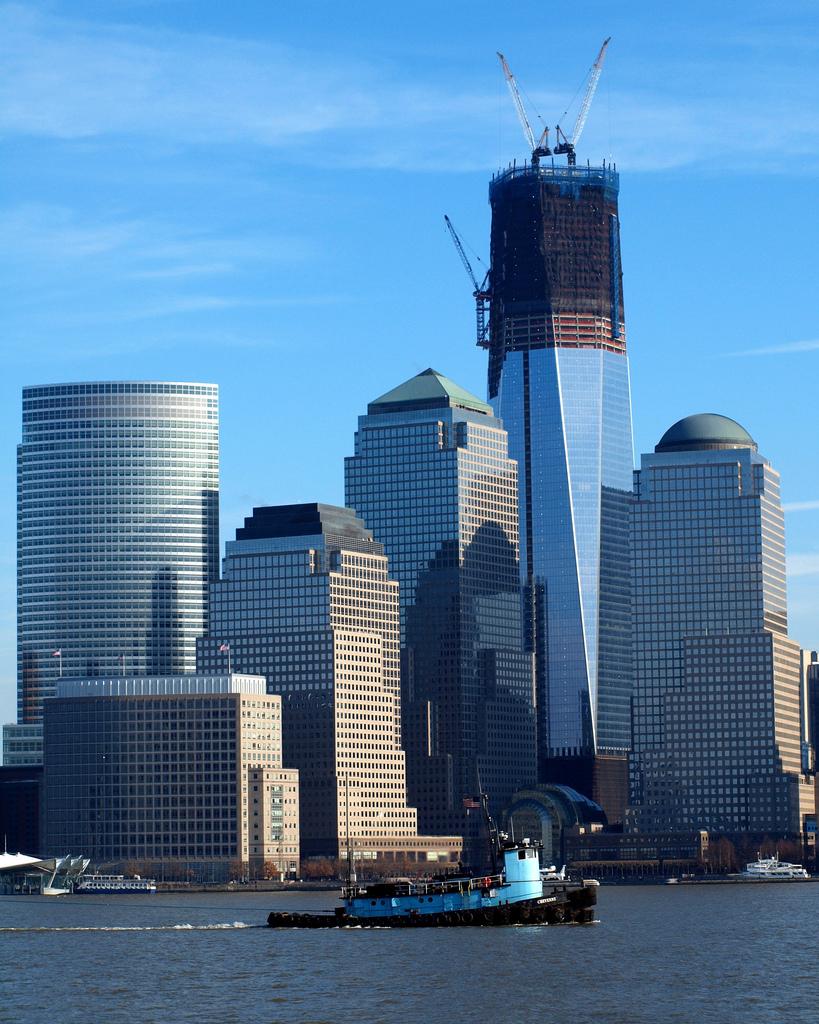conocida como torre de la libertad freedom tower ha superado los metros de altura del hasta ahora mayor rascacielos de nueva york