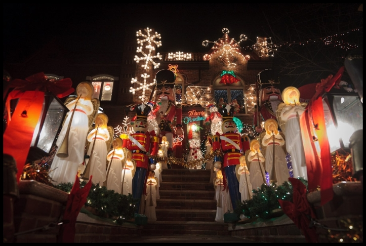 Decoración navideña en Dyker Heights04
