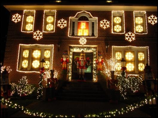 Decoración navideña en Dyker Heights08