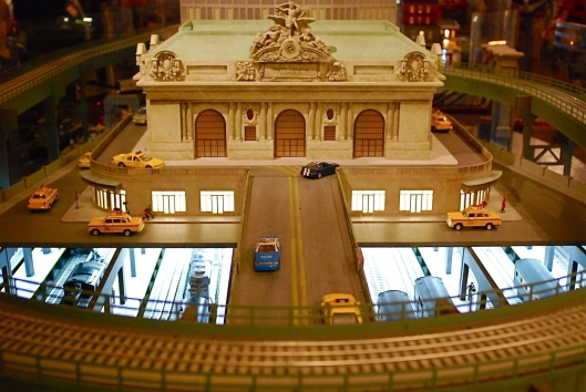 Grand Central Holiday Train Show02