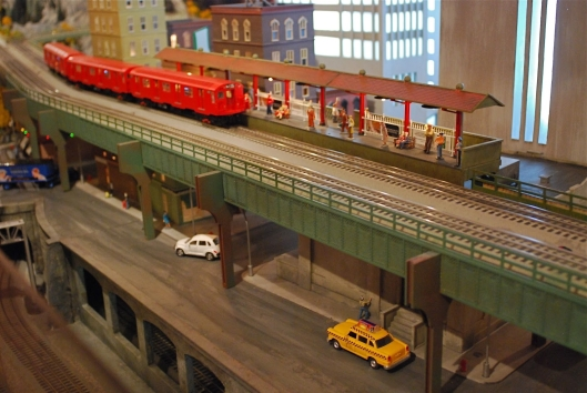 Grand Central Holiday Train Show03