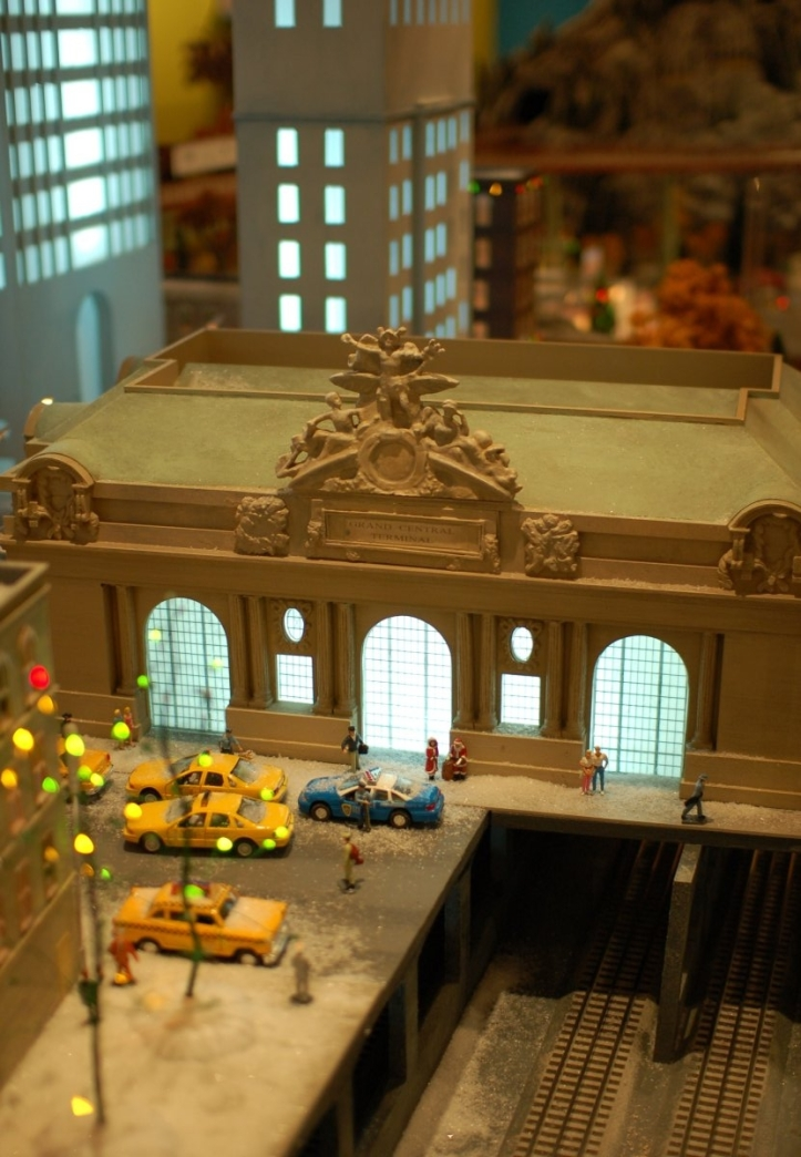 Grand Central Holiday Train Show07