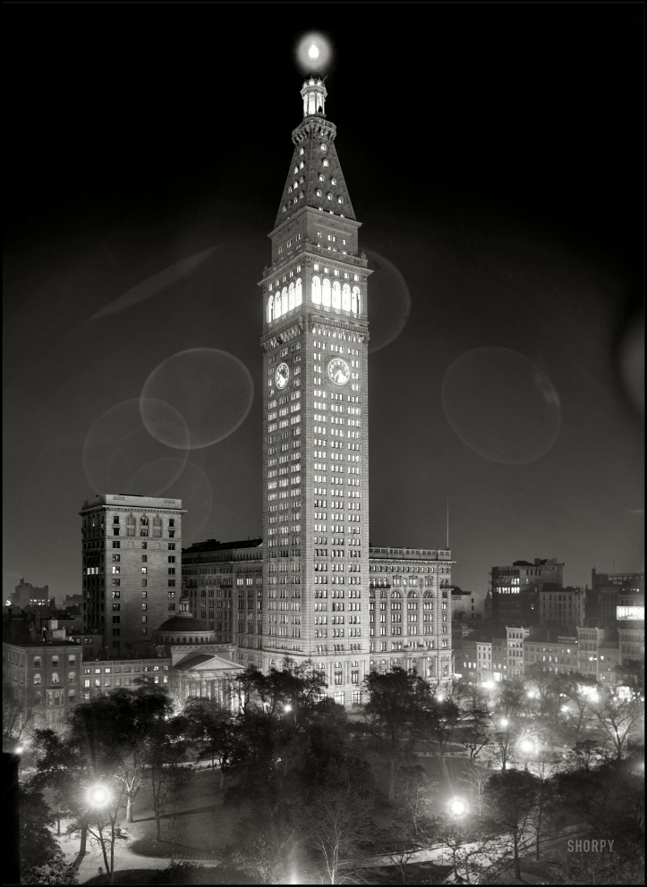 1910 Metropolitan Life Insurance Company building at night