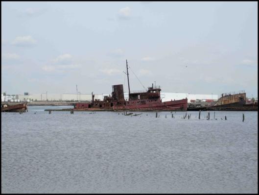 Cementerio de barcos de Staten Island008
