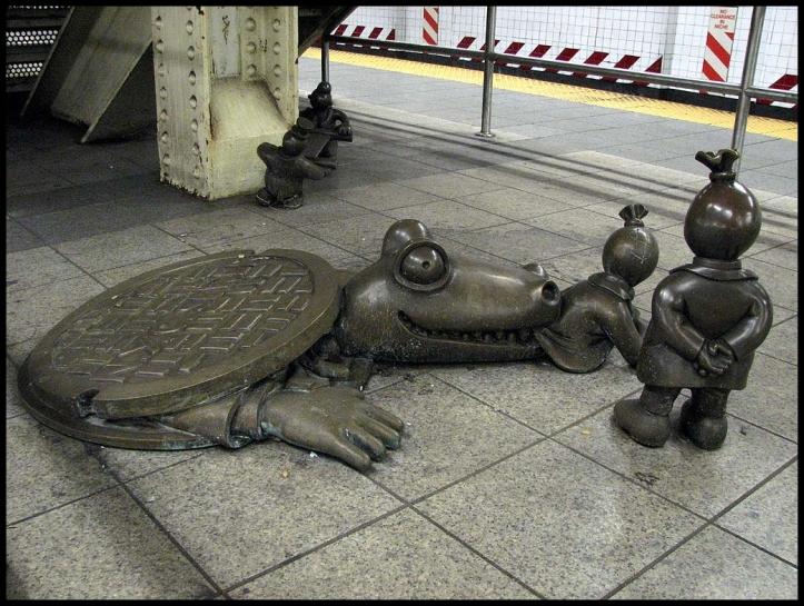"""""""Life Underground"""", creada por Tom Otterness / Estación de metro Calle 14 - Octava Avenida."""