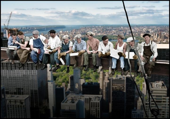 """Lunch atop a Skyscraper""  (versión coloreada)"