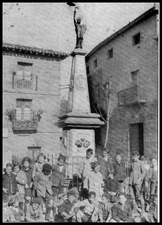 El monumento con su aspecto original (principios del siglo XX)