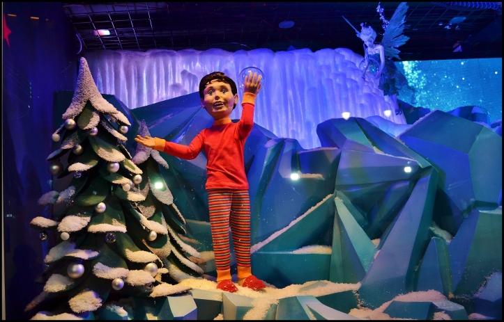 Macy's 2013 Holiday Show Window007