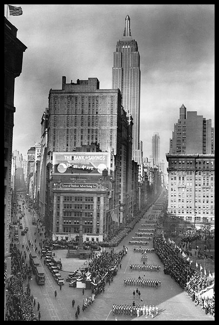 5th-avenue-parade-empire-state-building