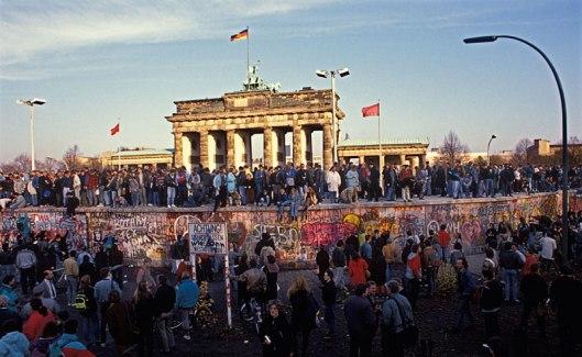 muro-berlin-gente