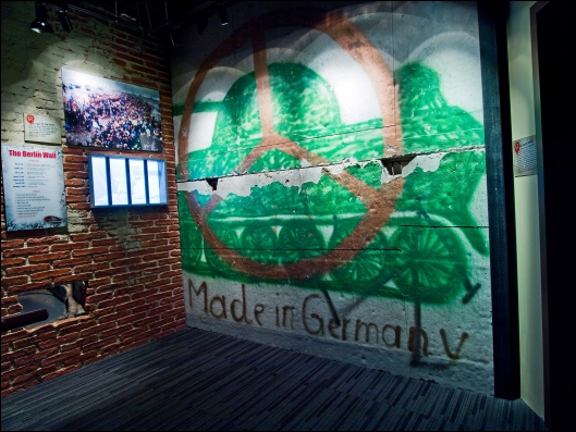 Ripley's_Times_Square_Berlin_Wall