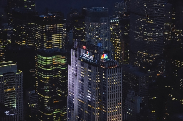 Comcast NBCUniversal 30 Rock rooftop sign