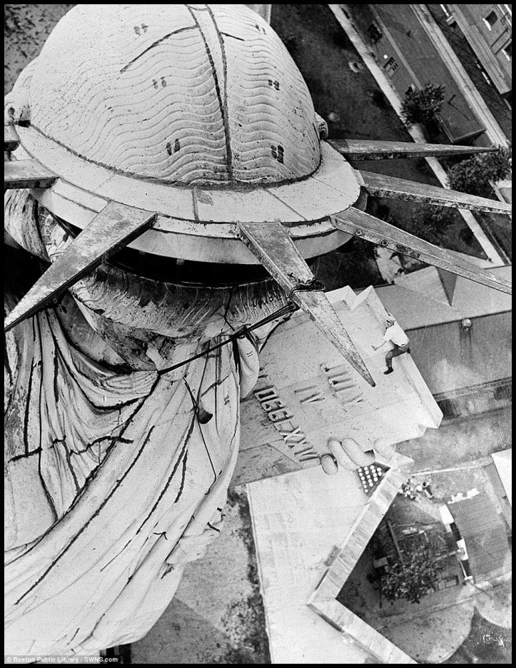 Estatua de la Libertad acrobacia 2