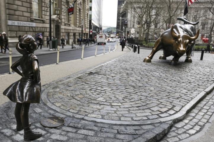 Niña sin miedo Wall Street
