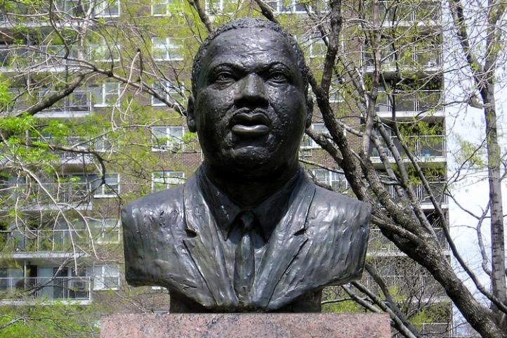 MLK busto
