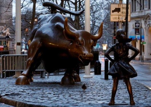 Feraless girl en su anterior ubicación, frente al famoso Toro de Wall Street