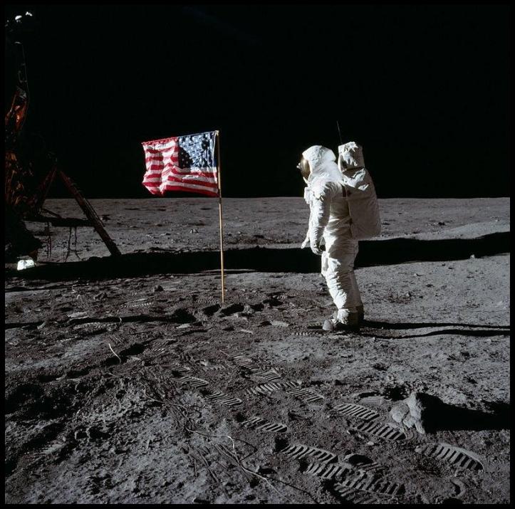 astronauta2-f90fbf18a38e96f7f82001962b114767