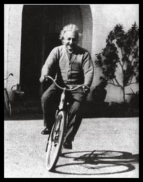 Einstein_en_bicicleta1real